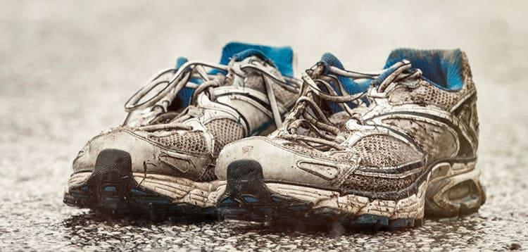 scarpe da corsa rovinate